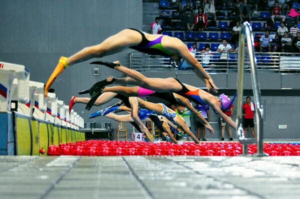 全国350多名青少年蹼泳健儿竞速争锋在梧州1