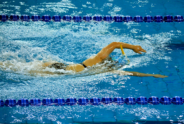 全国350多名青少年蹼泳健儿竞速争锋在梧州3
